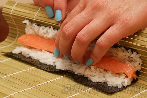как готовить роллы и суши в домашних условиях видео