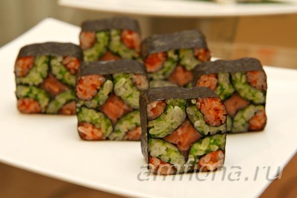 Например роллы и нигири суши с тунцом